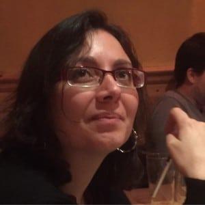 Une femme développeur et SEO de Rennes